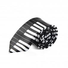 Enge skinny Krawatte mit weißer Klaviertastatur auf schwarzem Hintergrund.